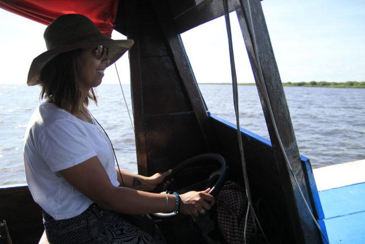 Vilarejo flutuante, no Camboja