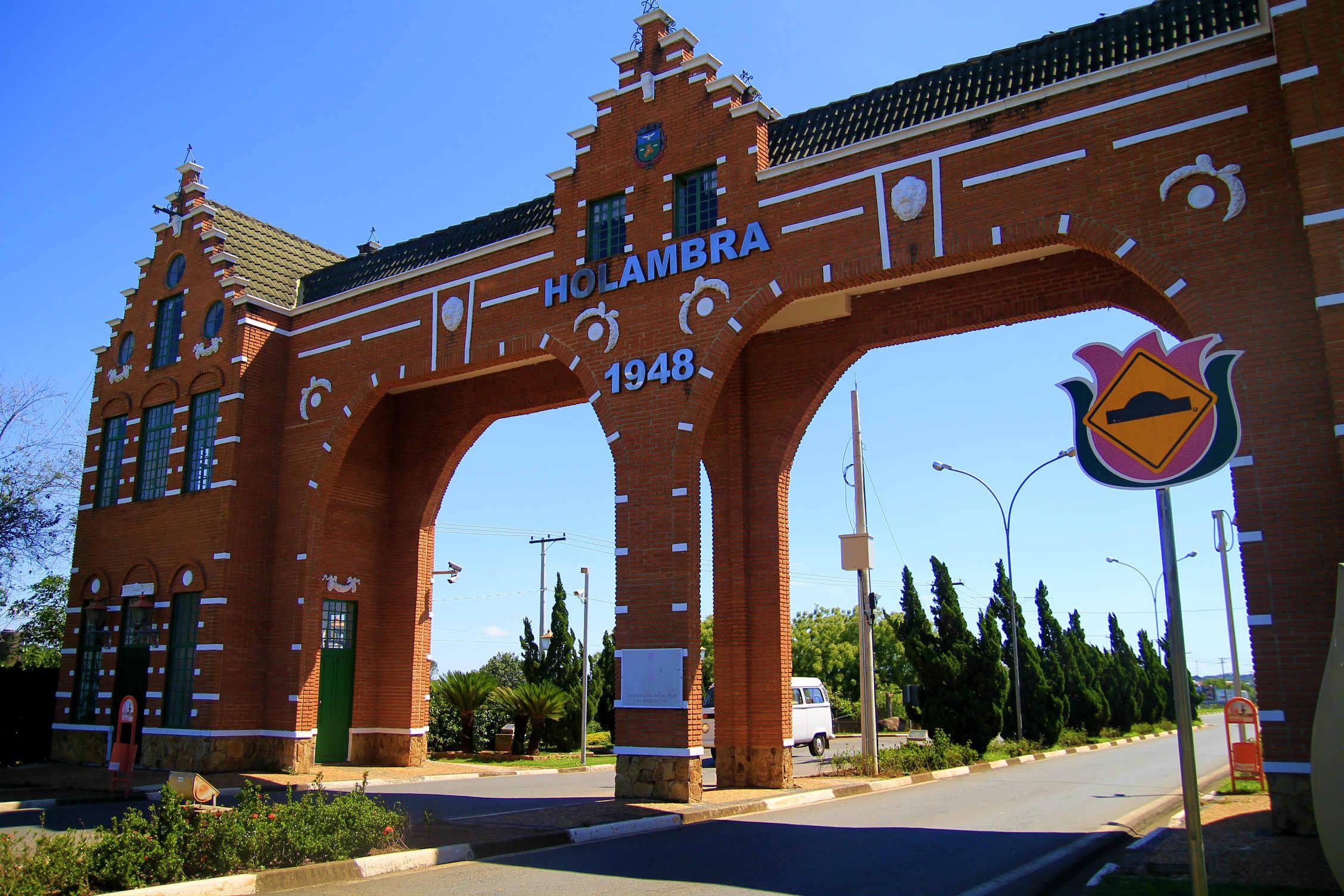 Portal de Holambra, cidade que se tornou colônia holandesa após a Segunda Guerra Mundial (Foto: Thaís Sabino)