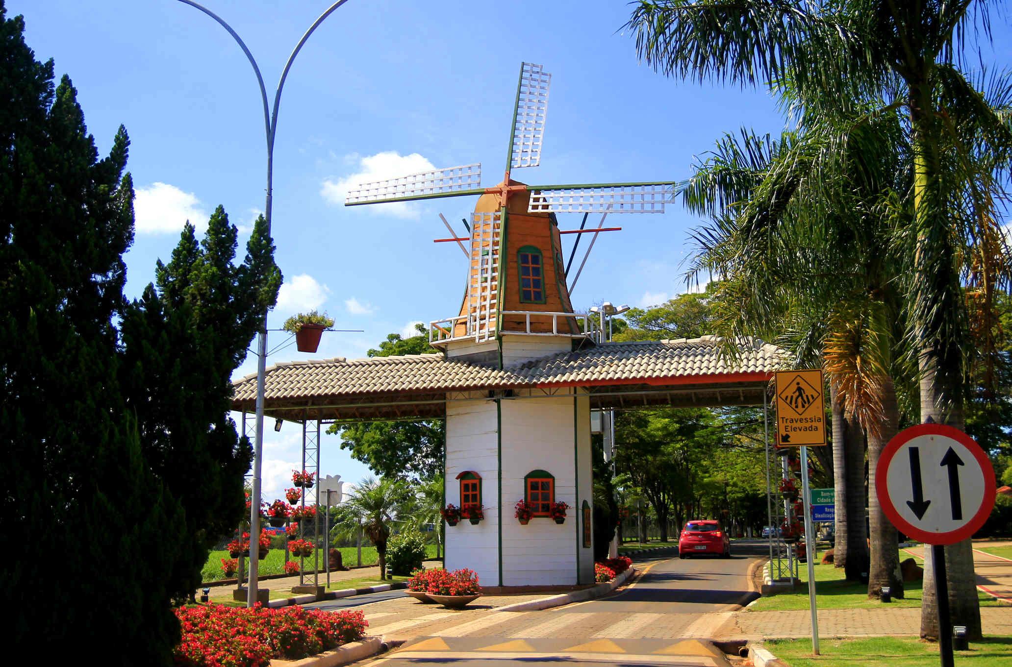 Moinho em Holambra (Foto: Thaís Sabino)