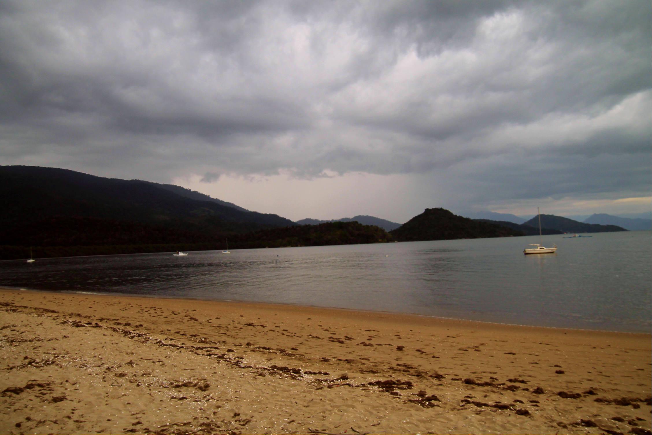Praia do Jabaquara, em Paraty (Foto: Thaís Sabino)