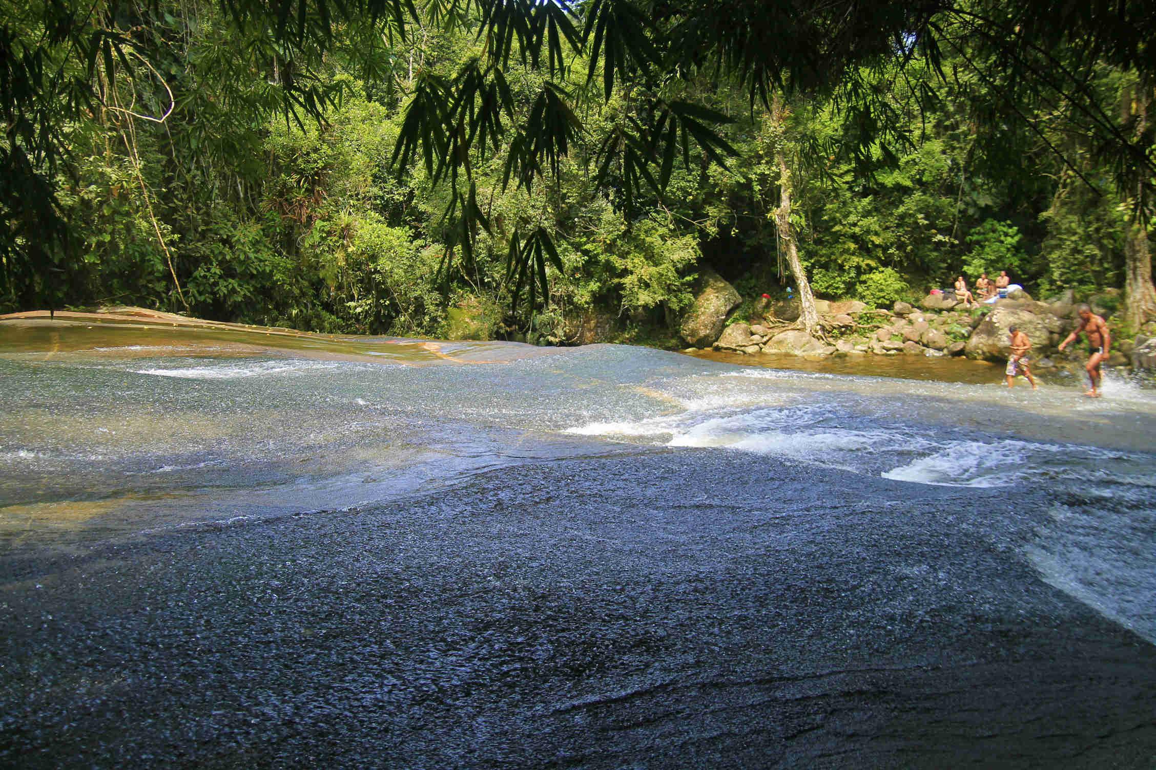 Passeio pelas cachoeiras de Paraty (Foto: Thaís Sabino)